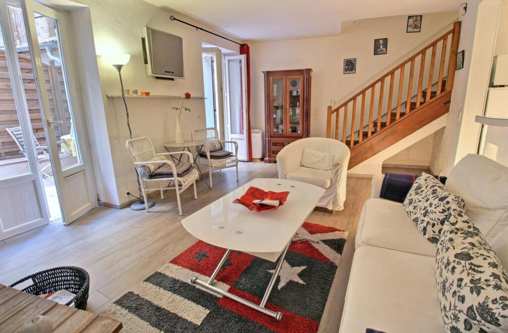 living room with red white and blue rug