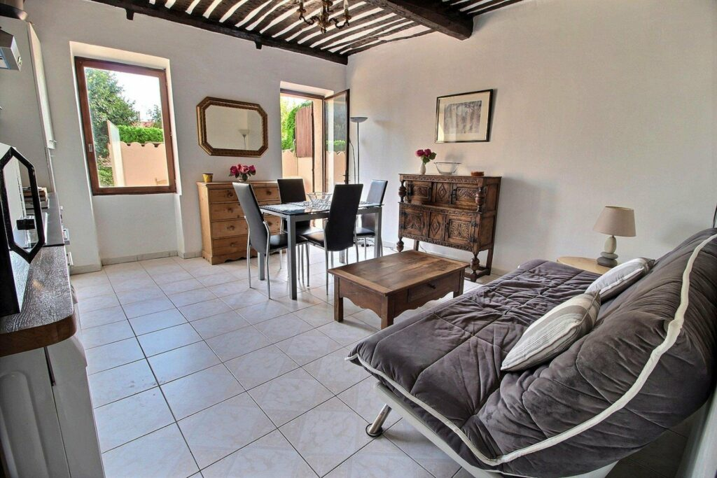 one bedroom apartment in antibes old town