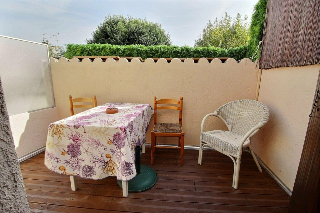 terrace with wood floors and table with floral