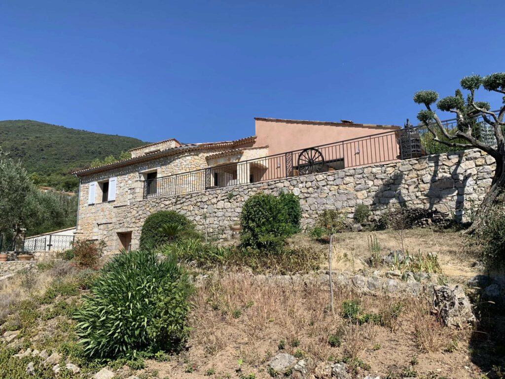 Renovated villa with view of mountains in Seillans