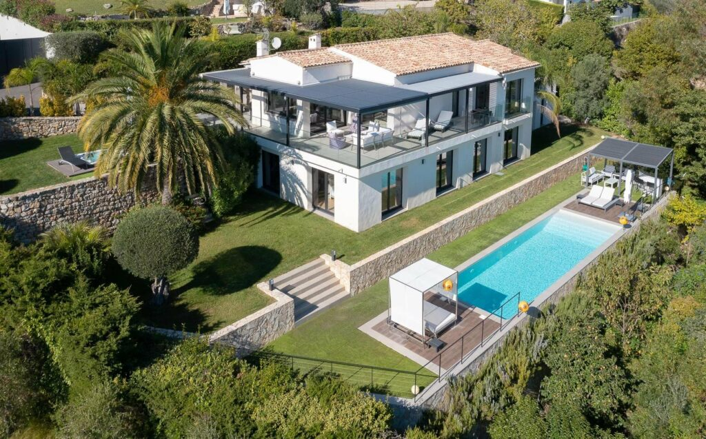 Contemporary villa with panoramic sea view Cannes