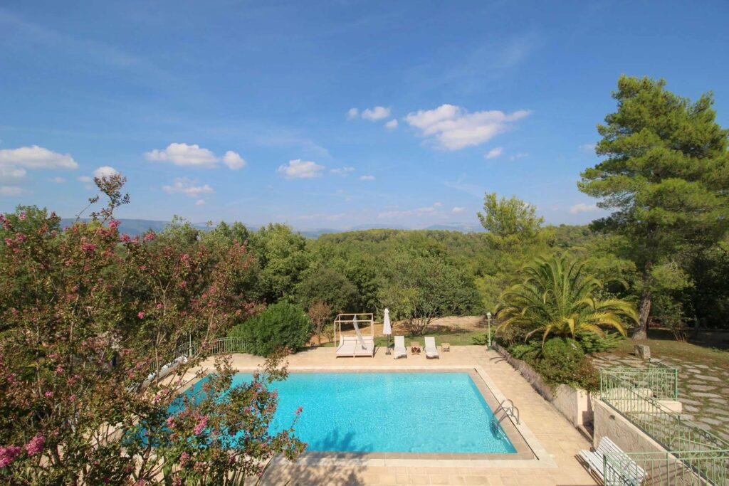 property for sale in Saint-Paul-en-Forêt with pool