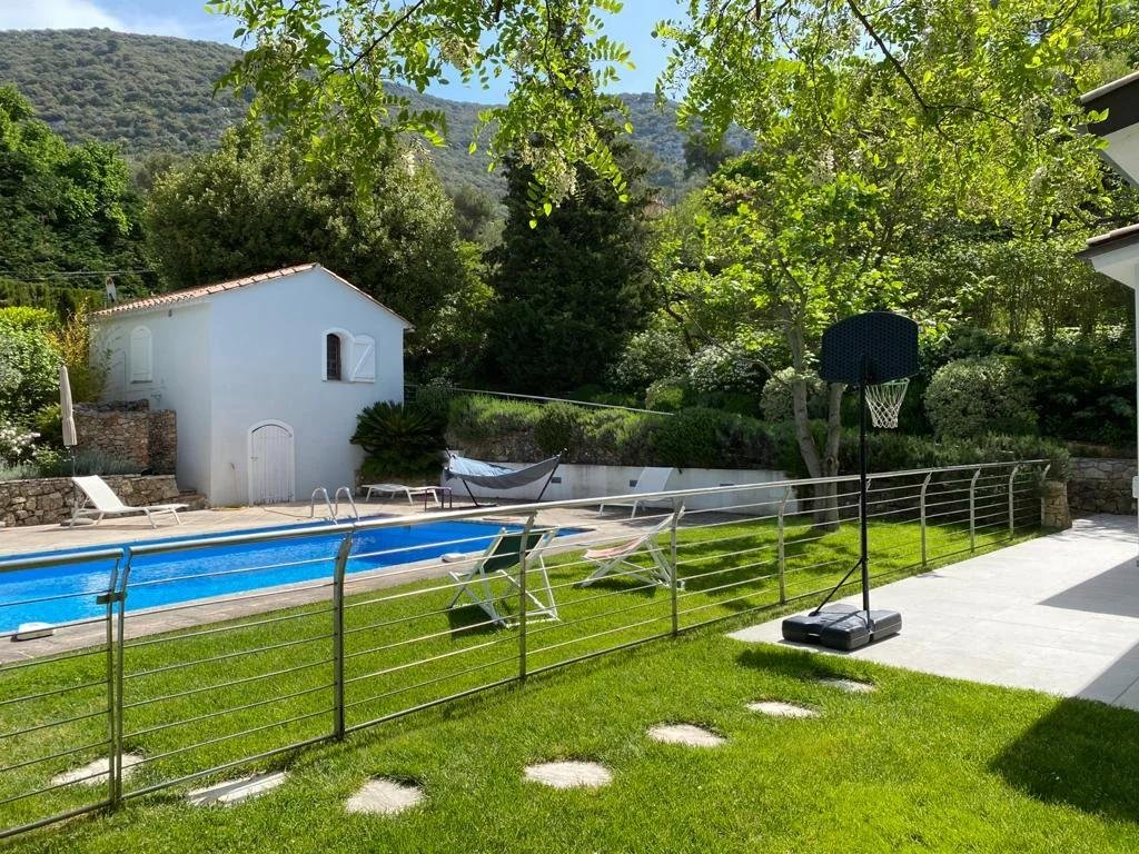 Beautiful modern villa with large garden La Turbie