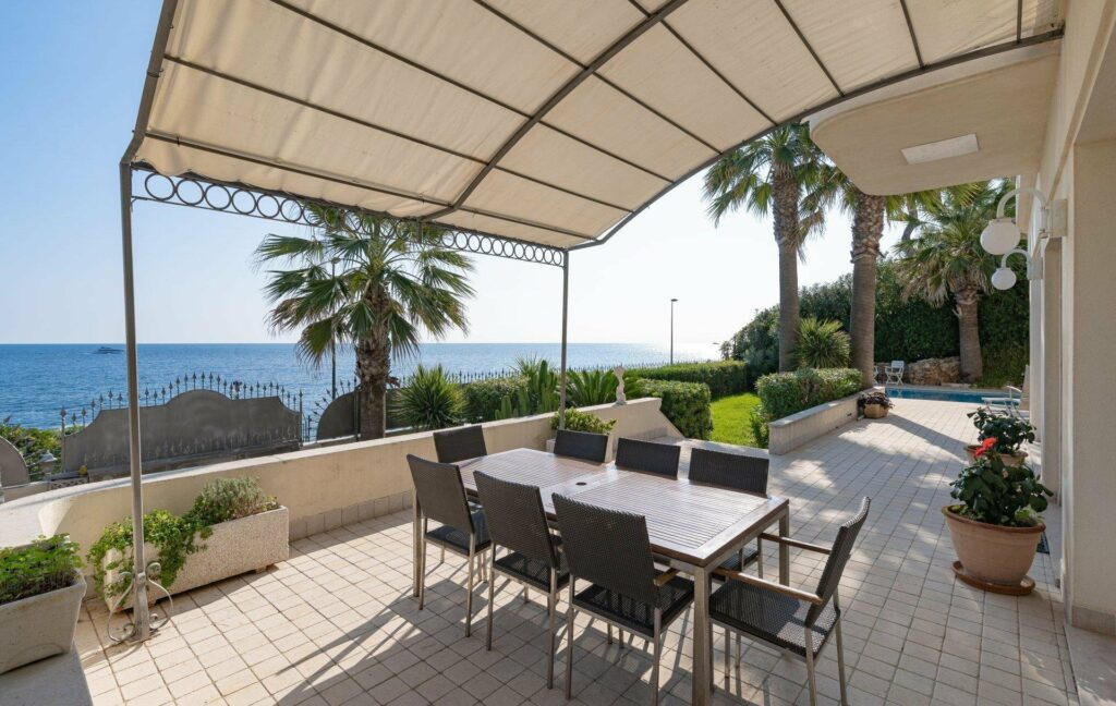 property for sale in antibes with view of sea