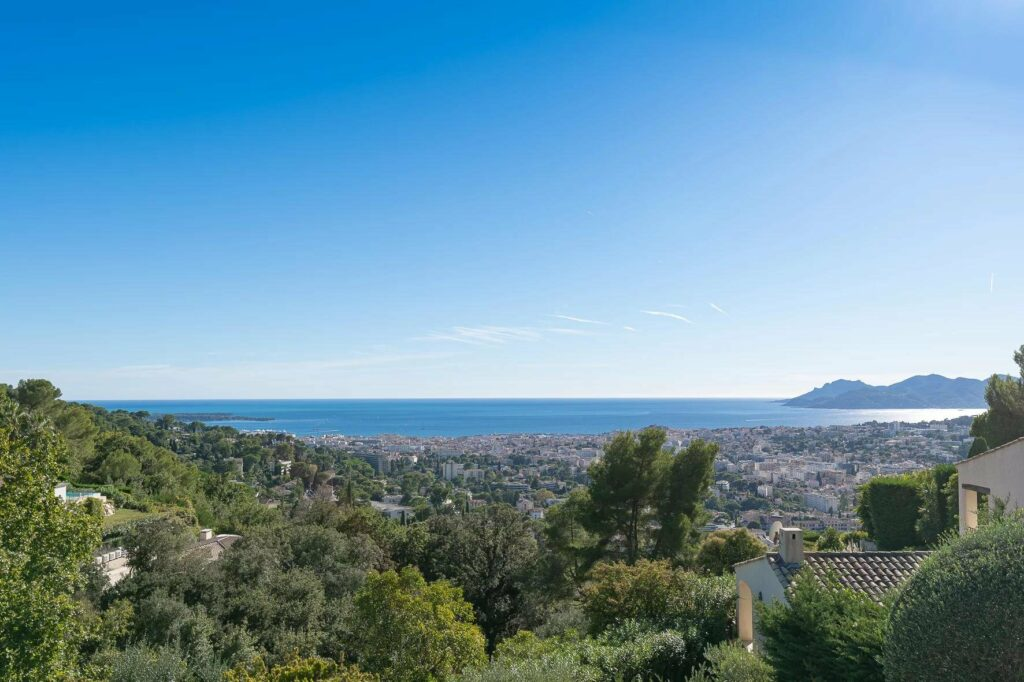 luxury villa with panoramic sea view in cannes