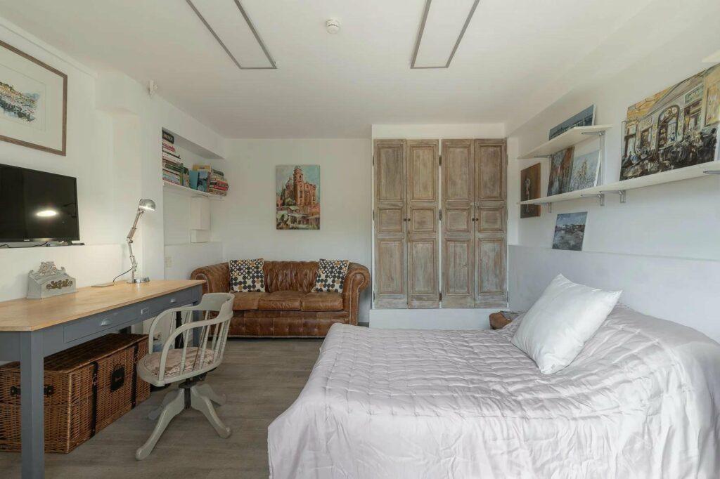 bedroom at provencal villa for sale in south france