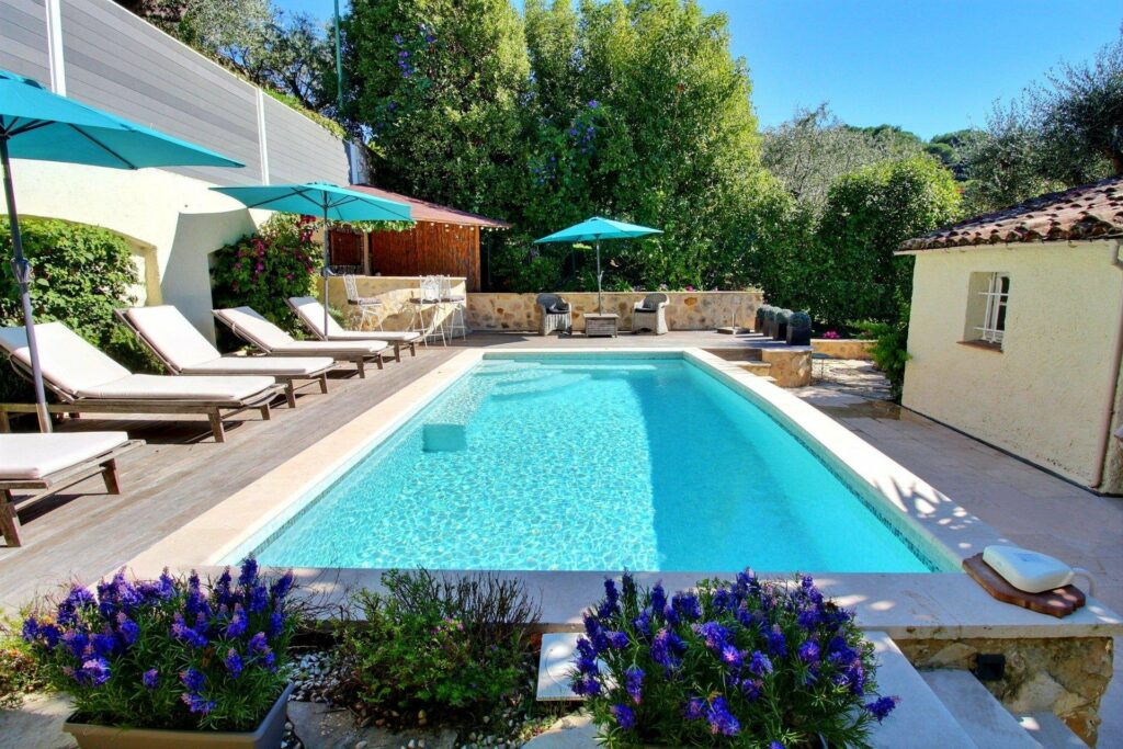 pool of villa in cannes for sale